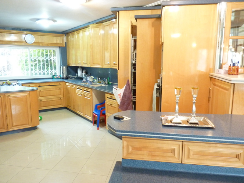 "Villa 8 Rooms For Sale inRamot inJerusalem-שיר""ן"